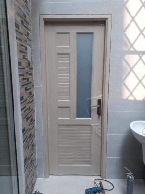 Cửa dùng cho nhà vệ sinh.