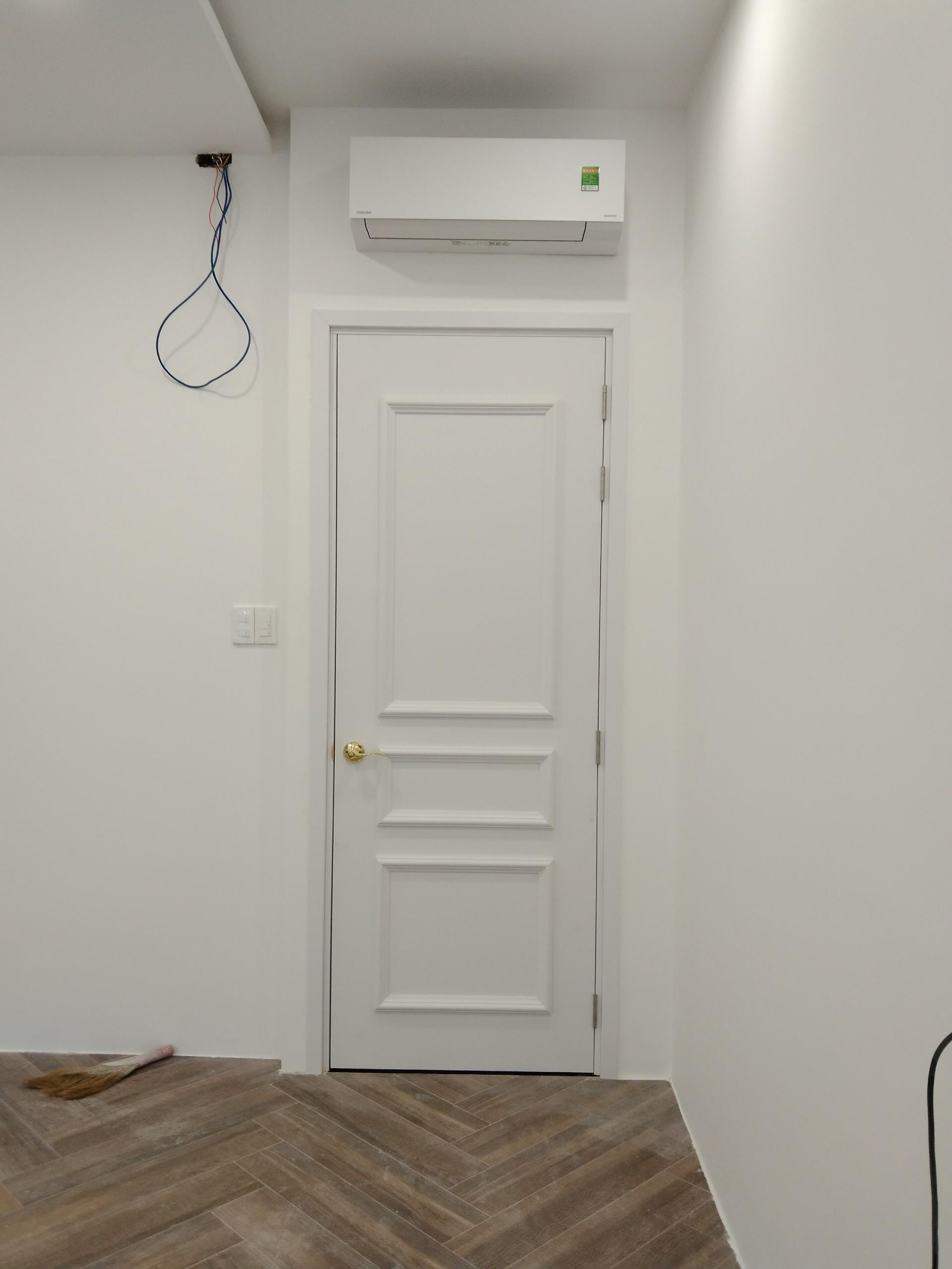 Mẫu cửa nhựa Composite sơn PU chạy chỉ nổi tân cổ điển.