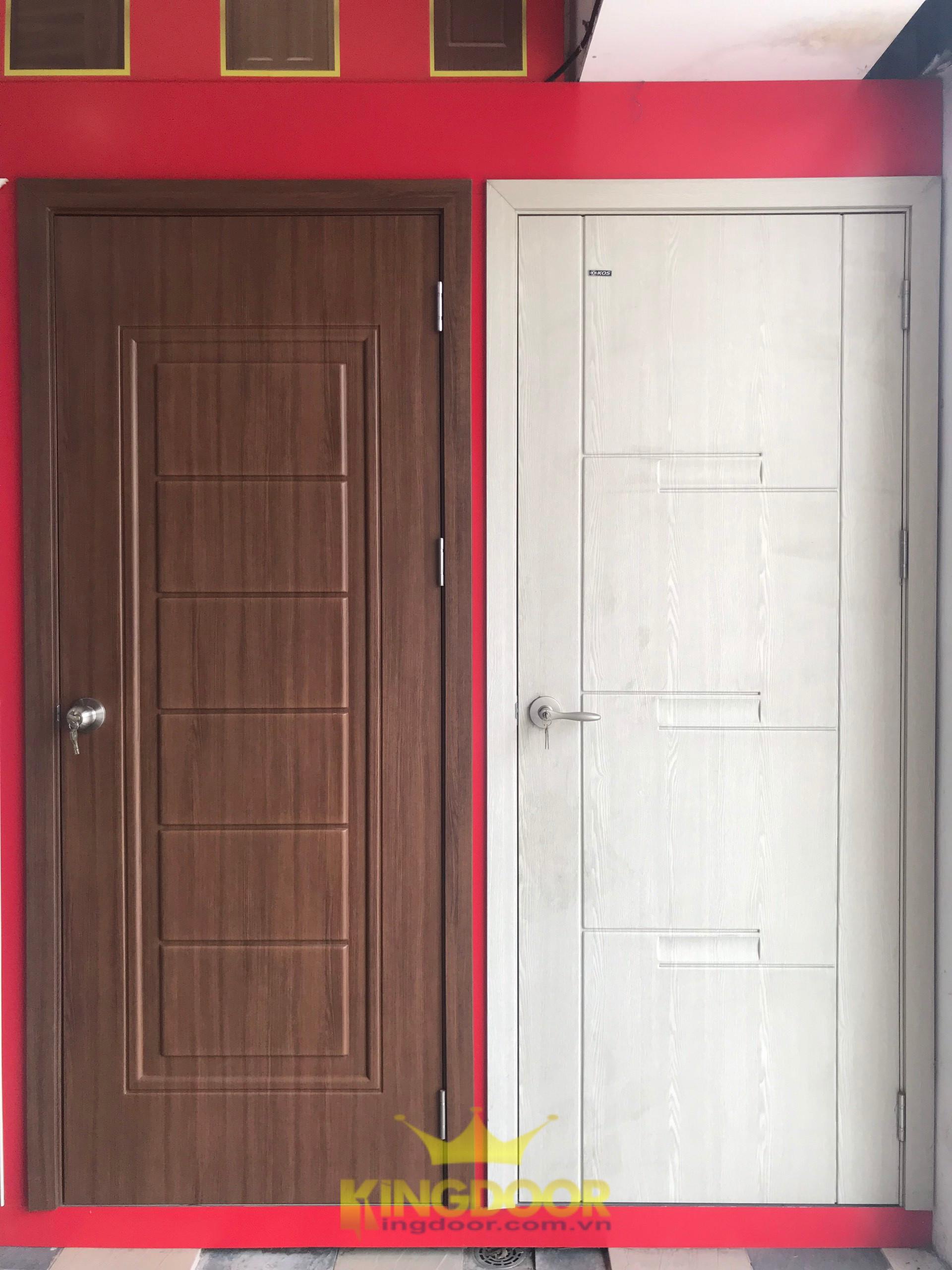 Mẫu cửa nhựa ABS trưng bày tại Showroom Nha Trang.