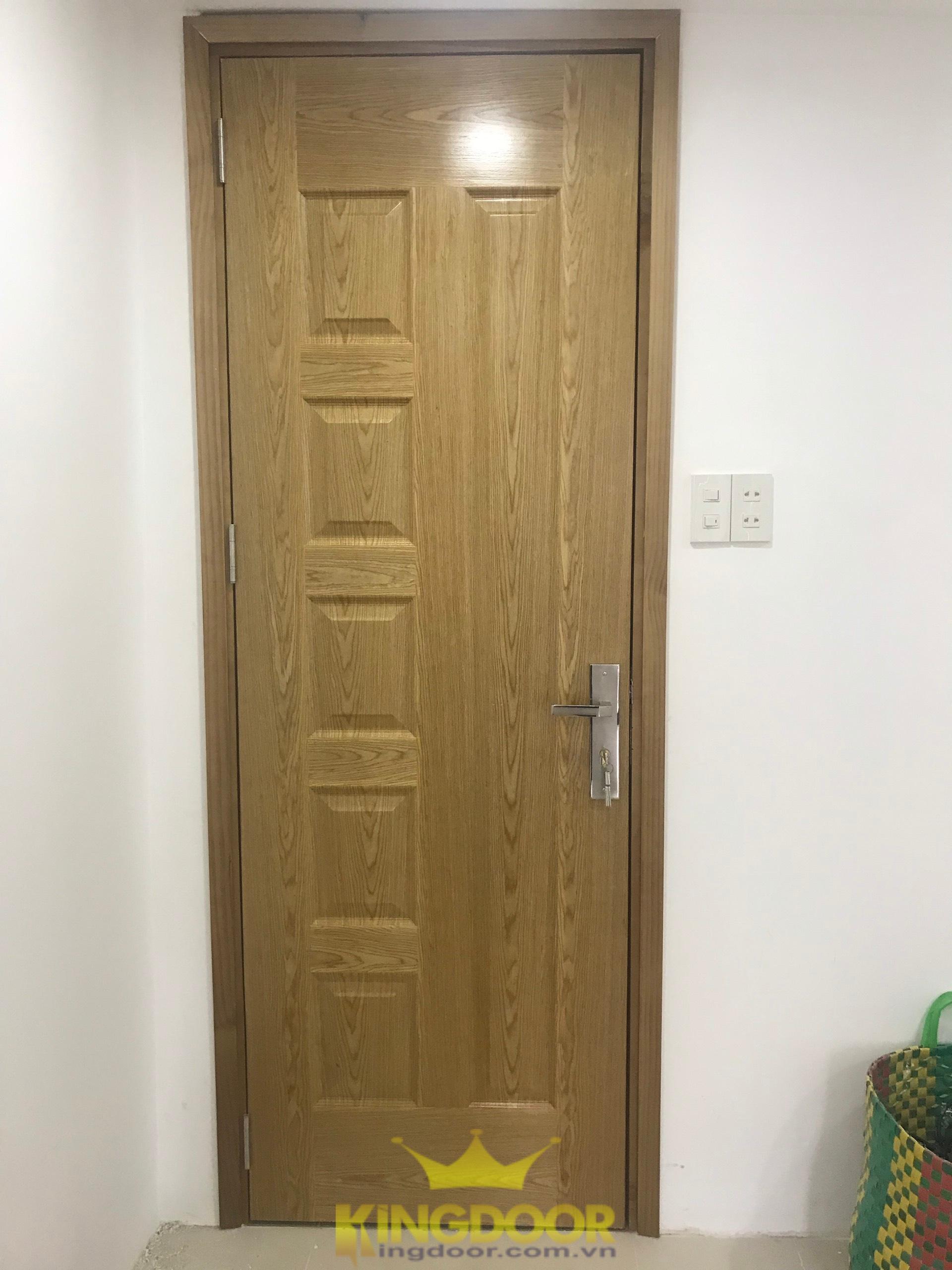 Mẫu cửa gỗ công nghiệp HDF Veneer màu ash.