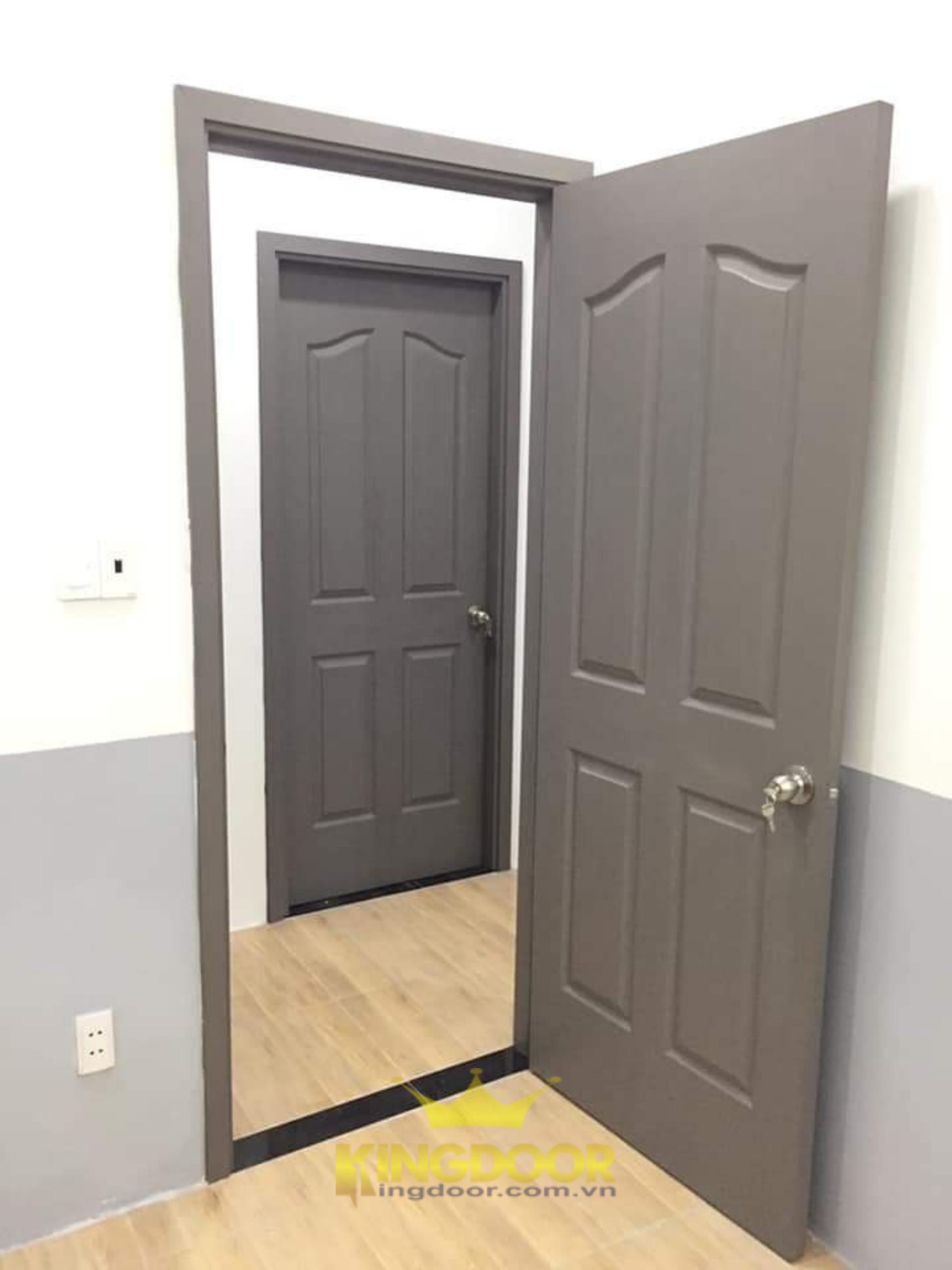Mẫu cửa gỗ HDF sơn màu xám.