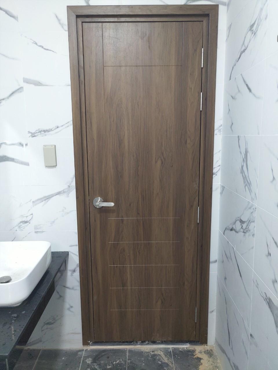 Mẫu cửa nhựa Composite phủ da - lắp đặt nhà vệ sinh.