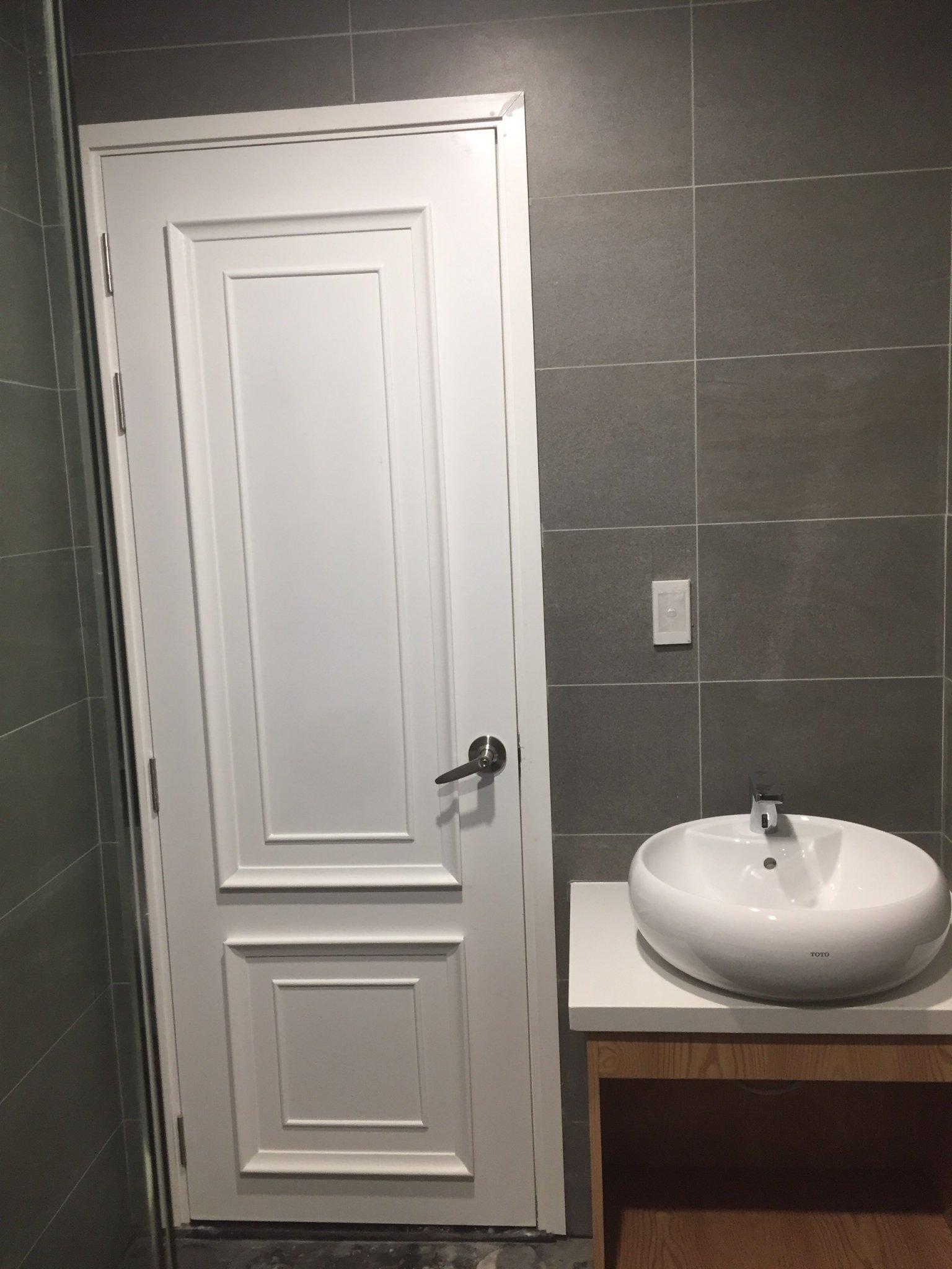 Mẫu cửa nhựa Composite sơn PU chạy chỉ nổi tan cổ điển.
