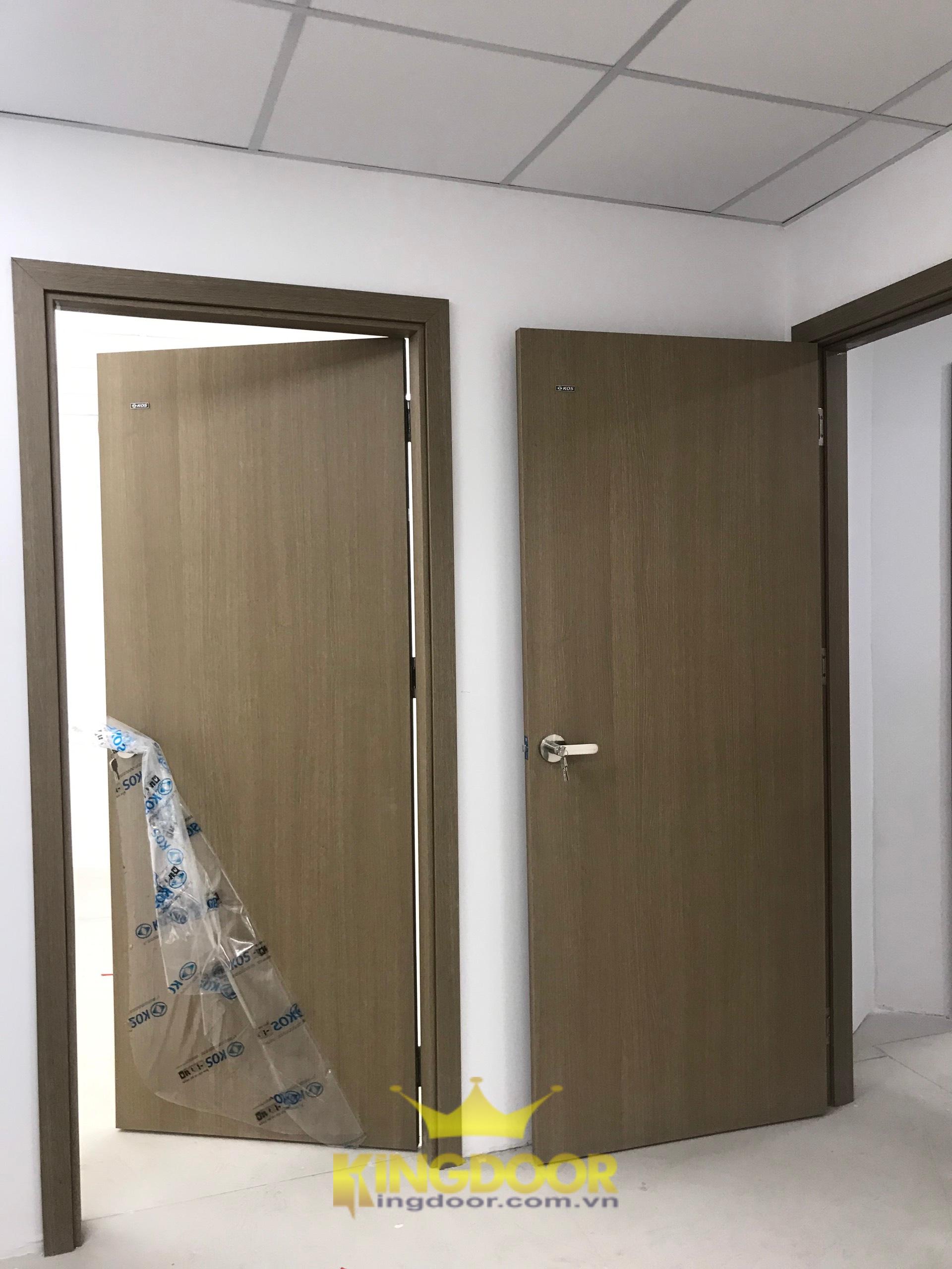 Mẫu cửa nhựa Hàn Quốc được lắp đặt tại phòng khám đa khoa Nha Trang.