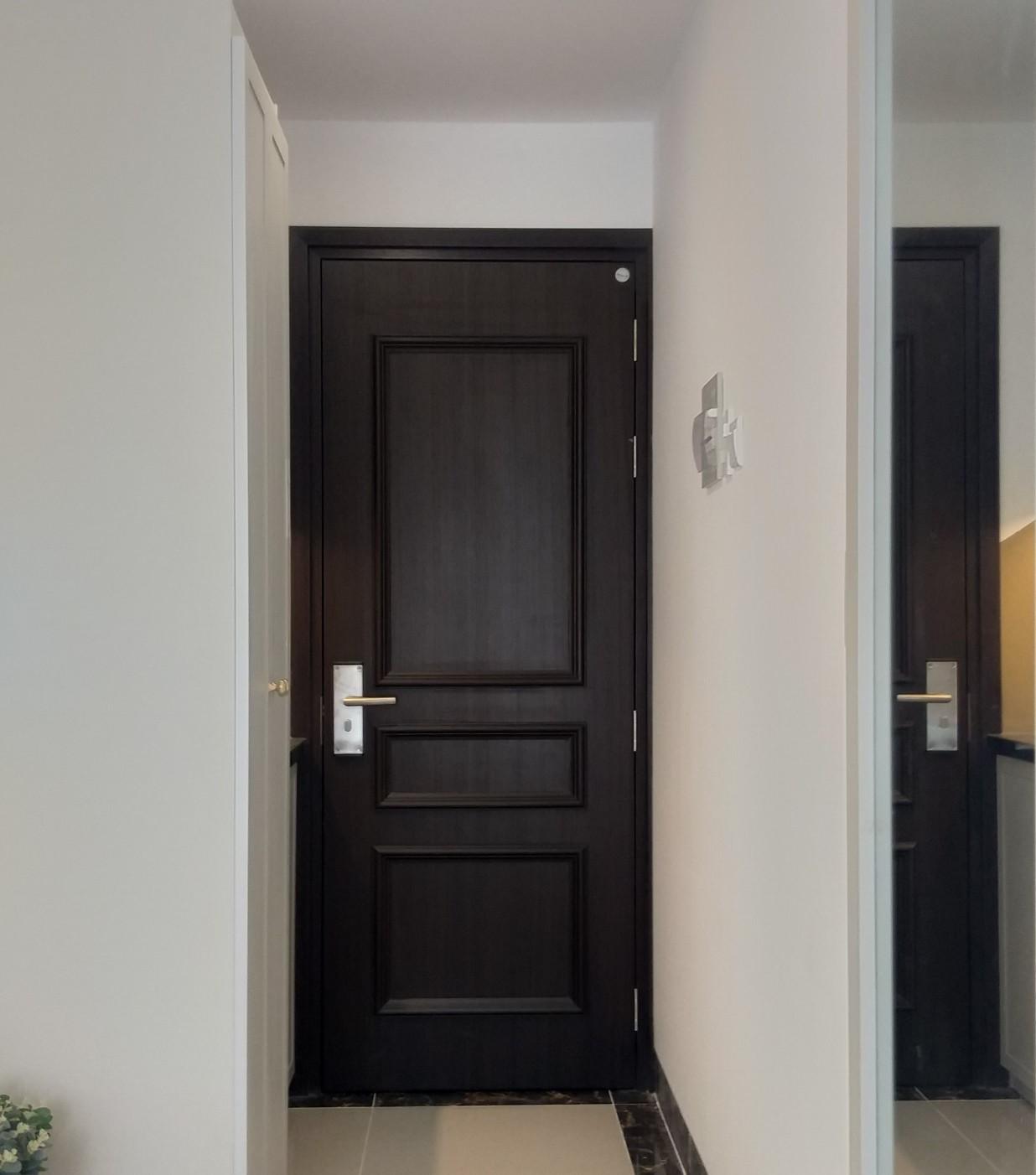 Mẫu cửa nhựa Composite phủ da trang trí chỉ nổi tân cổ điển.