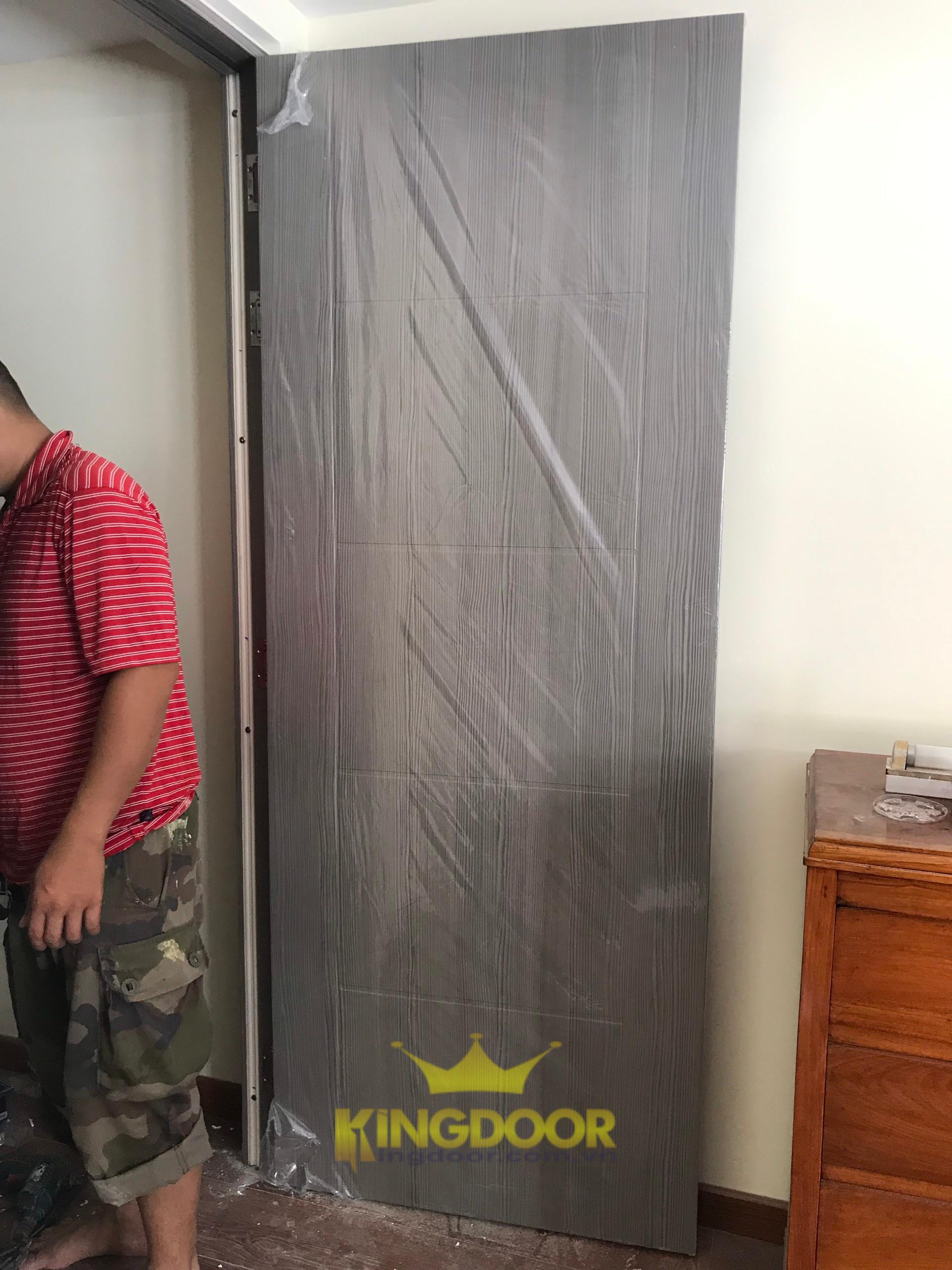 Mẫu cửa nhựa Composite phủ da giá trung bình.